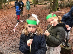 A busy Forest School Activity Morning!