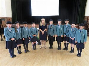 Year 6 attend talk by Vicki Sparks